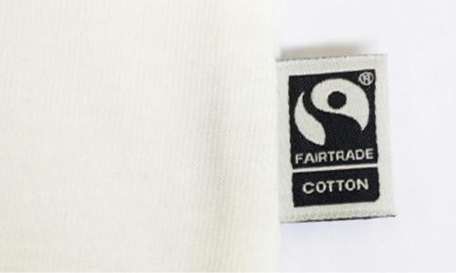 製品に使用されるコットンは、フェアトレード生産者から基準を守って調達された国際フェアトレード認証コットンです。